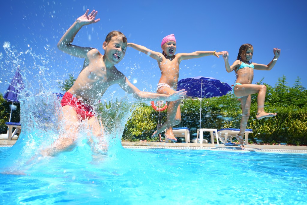 shutterstock 140089714 kids jumping into pool